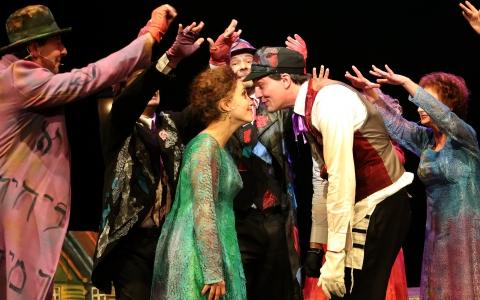 Bonjour Monsieur Chagall w reżyserii Szymona Szurmieja i Gołdy Tencer. Spektakl Teatru Żydowskiego w Warszawie