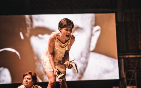 Golem - spektakl w reżyserii Mai Kleczewskiej. Ostatnia część tryptyku zrealizowanego przez Teatr Żydowski w Warszawie.