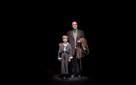 Noc całego życia autorstwa Ryszarda Marka Grońskiego w reżyserii Szymona Szurmieja to spektakl o Januszu Korczaku. Przedstawienie Teatru Żydowskiego w Warszawie.