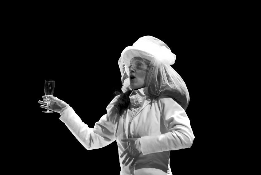 Kafka tańczy / reż. Lech Mackiewicz / fot. Adam Hanuszkiewicz / na zdjęciu Małgorzata Trybalska
