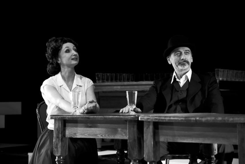 Kafka tańczy / reż. Lech Mackiewicz / fot. Adam Hanuszkiewicz / na zdjęciu Joanna Przybyłowska, Marek Węglarski