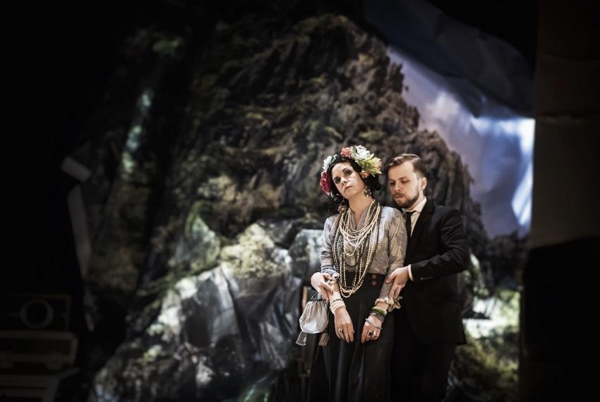 Kilka obcych słów po polsku / reż. Anna Smolar / na zdjęciu Joanna Rzączyńska i Paweł Sakowicz