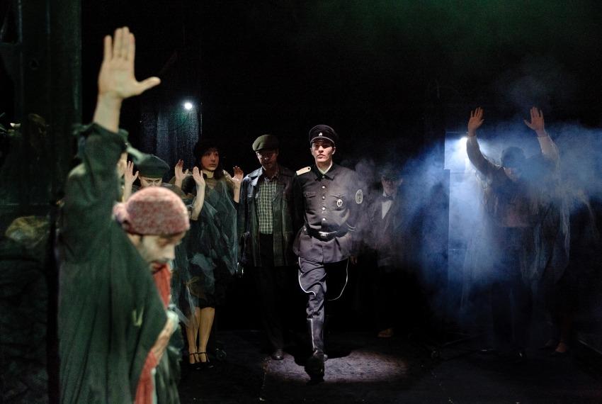 Noc całego życia / reż. Szymon Szurmiej / fot. Andrzej Wencel / na pierwszym planie Piotr Chomik