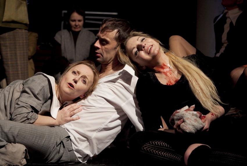 Szosza / reż. Karolina Kirsz / fot. M.Kuc / na zdjęciu Małgorzata Majewska, Piotr Sierecki i Izabella Rzeszowska
