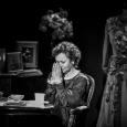"""Monodram z muzyką na żywo pt. Ida Kamińska powstał na podstawie tekstu sztuki """"Mój teatr"""" Henryka Grynberga. Spektakl wyreżyserowała Gołda Tencer, dyrektorka Teatru Żydowskiego w Warszawie."""