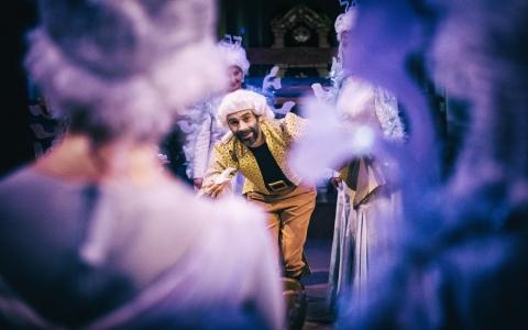 Chmesz lider - spektakl na podstawie tekstu Icyka Mangera w reżyserii Andrieja Munteanu. Spektakl grany w języku jidysz przez Teatr Żydowski w Warszawie