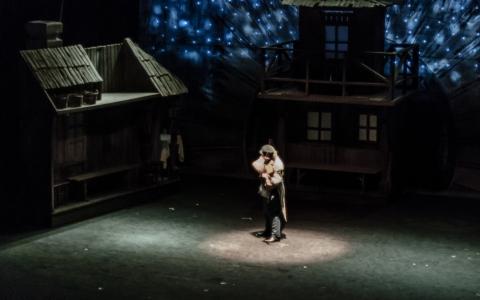 Światowej sławy musical Skrzypek na dachu w reżyserii Jana Szurmieja od 16 lat na deskach Teatru Żydowskiego w Warszawie.
