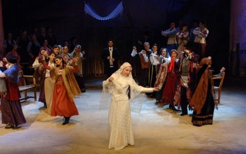 Tradycja to widowisko muzyczne w reżyserii Szymona Szurmieja.