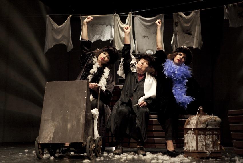 Szosza / reż. Karolina Kirsz / fot. M.Kuc / na zdjęciu Ewa Tucholska, Wanda Siemaszko i Joanna Rzączyńska